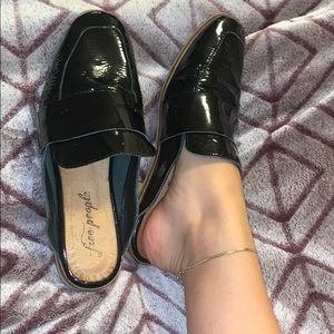 FREE PEOPLE BLACK PATEN LEATHER MULES 39